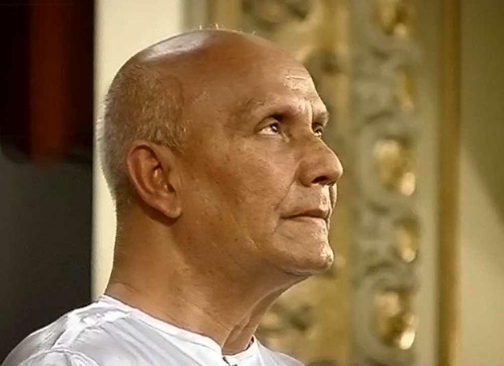 sri-chinmoy-Meditating-during-Eastern-European-Tour