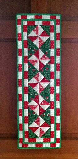 Here's another submission in our free Christmas pattern contest, from Lokin4Sun. Beautiful work!