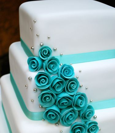 Simple yet beautiful http://www.amazon.com/gp/product/143918352X/ref=as_li_tl?ie=UTF8&camp=211189&creative=373489&creativeASIN=143918352X&link_code=as3&tag=alejanguerre-20&linkId=XJTFX462YWMZO4ZB - #Tiffany Blue Roses #WeddingCake