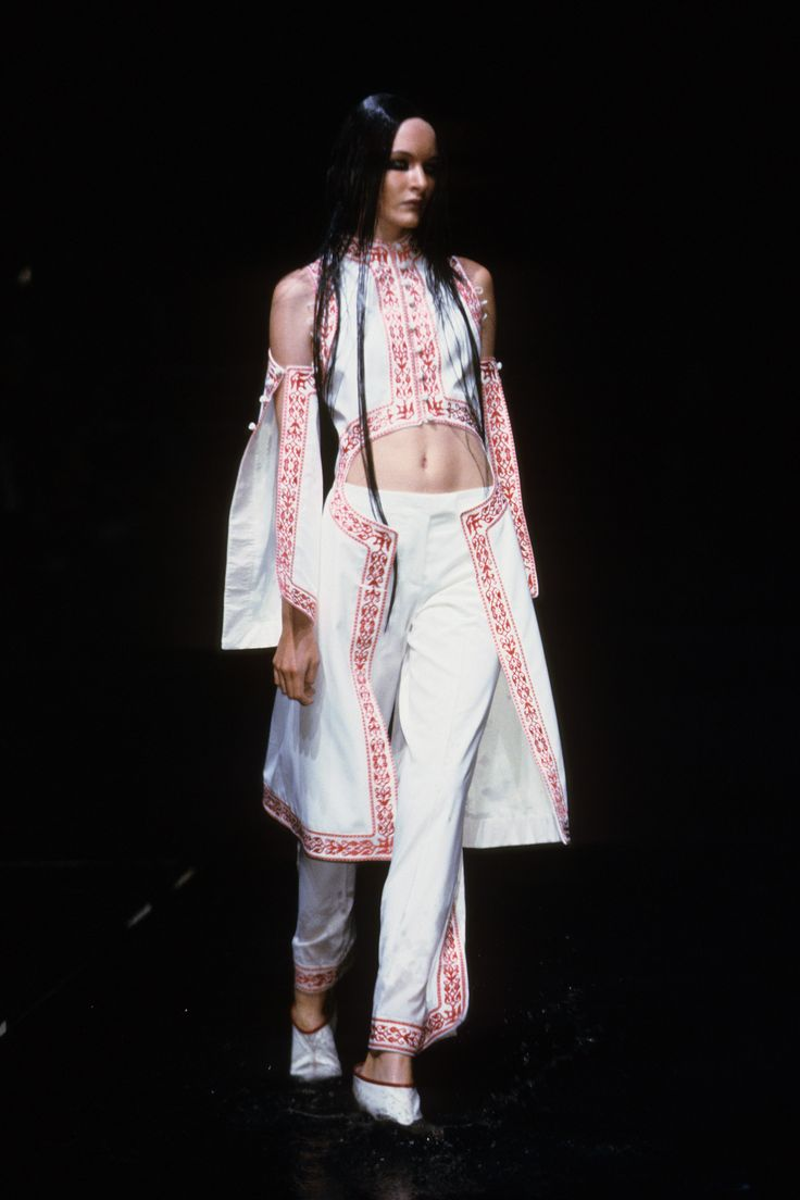 Alexander McQueen Spring 2000 Ready-to-Wear Collection Photos - Vogue