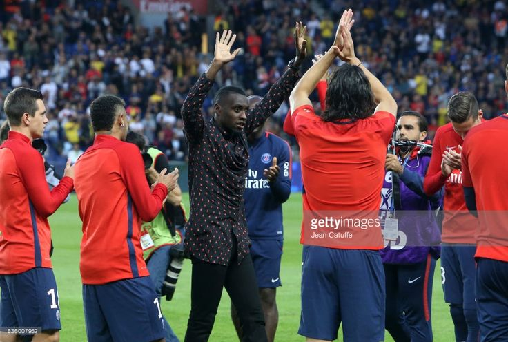 Blaise Matuidi who just left PSG for Juventus Turin is greeted by teammates before the French Ligue 1 match between Paris Saint Germain (PSG) and Toulouse FC (TFC) at Parc des Princes on August 20, 2017 in Paris, France.