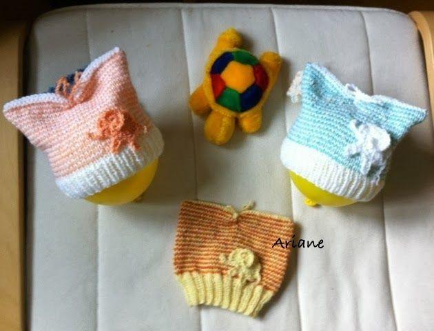 ... mit Anleitung.   Vor einiger Zeit habe ich von Manuela Spenden-Baby-Wolle bekommen, und daraus entstehen jetzt  Mützchen als Charity-A...