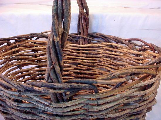 Three wicker reed baskets flat tray flat back wall basket for Wicker reed