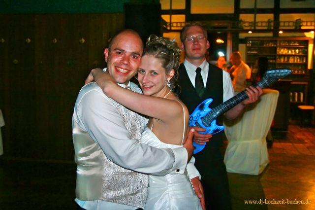 glückliches Brautpaar am Ende einer tollen Hochzeitsfeier in Bohmte