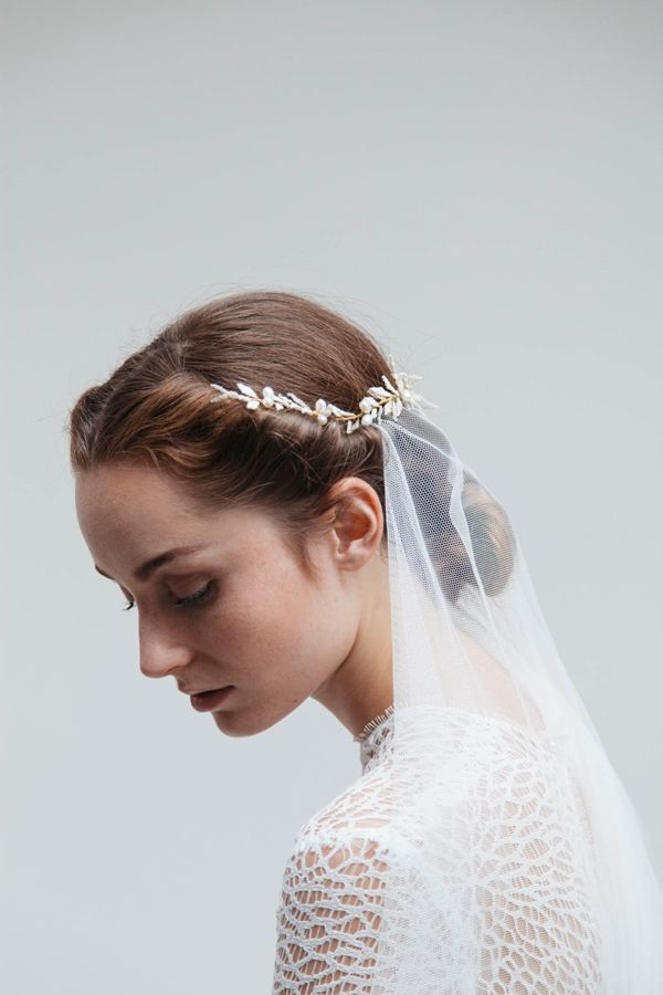 Blackbird`s Pearl Bridal Accessories_Photography Anders Talleraas. Read more - http://www.hummingheartstrings.de/index.php/accessoires/2016-kollektion-meadowsweet-von-blackbirds-pearl/
