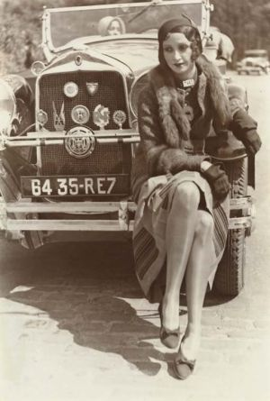 Classic 1920s Car with a well dressed flapper!