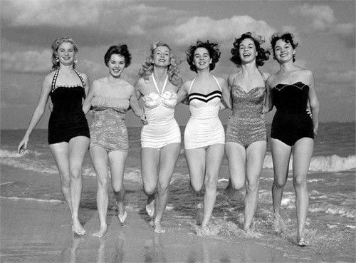 vintage beach girls. why cant they make bathing suits like this today? fyi,notice the curvy girls stand out more than the skinny ones...that's because those bathing suits are made for curvy not stick but whatever suits the girl...go for it!