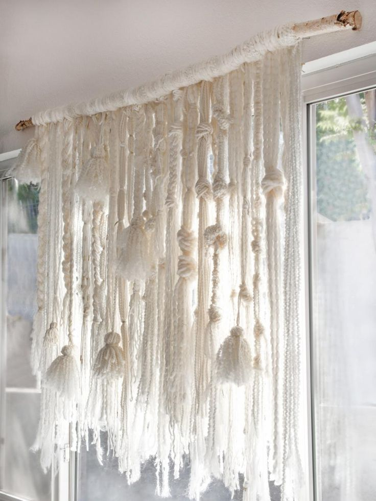 pompons et noeuds pour tissage mural / wall hanging