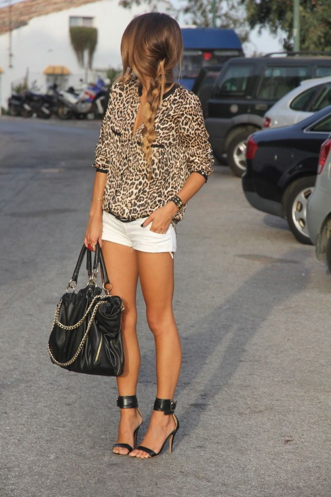 .Love love love this look! Cheetah print, cut off white short shorts, heels and beautiful chained oversized bag, what's not to love.