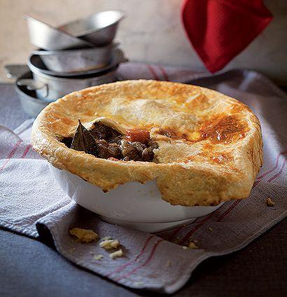 Caramelised oxtail pot pie   Woolworths Taste #Unptretentious #Bonnievalewines