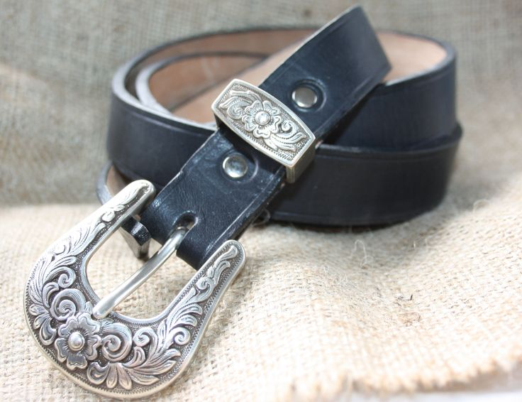 A simple yet elegant women's belt with a beautiful buckle set.  http://shop.sydenhamhillfarm.ca/products/womens-belt-with-diablo-buckle-set