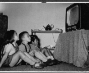 op woensdagmiddag of op zaterdag met alle buurtkinderen TV kijken.