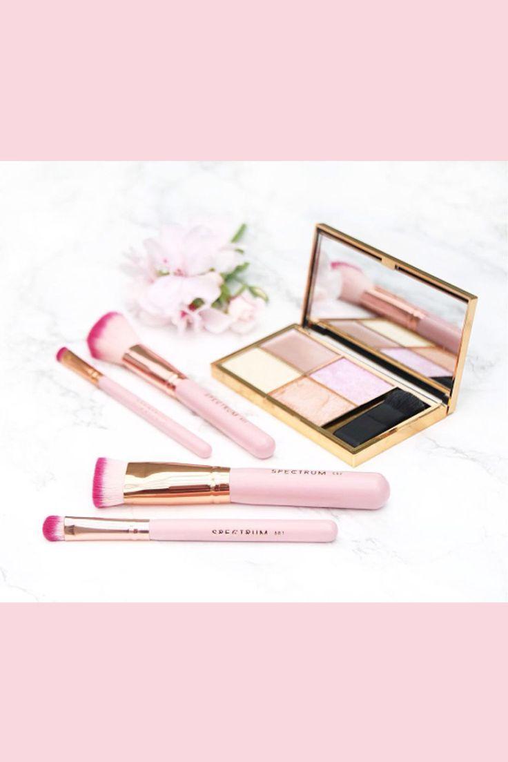 Saubere Pinsel in nur 30 Sekunden? Mit einem neuen Tool ist das jetzt möglich. Erfahren Sie alles über den neuen Pinselreiniger. #makeup #Kosmetik  #Makeuppinsel #Pinsel #schminken #beauty #howto #reinigen #pink #Anleitung #Tipps #Glamour #Glamourgermany