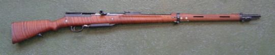 Meunier A6 Mle 1916  Manufactured by MAT in France c.1916-17 as a stopgap before the introduction of the RSC Mle1917, serial number 82. 7,2x56,95mm rimless cartridges with steel-cored bullets, 5-rounds fixed box magazine reloaded through the bottom with a clip - much like the RSC rifle, gas operated semi automatic.