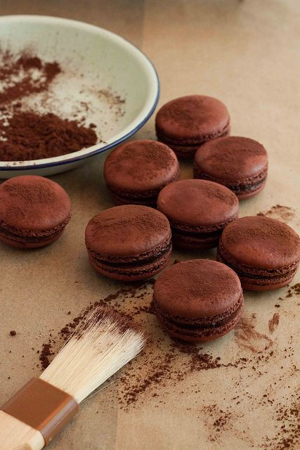 Pierre Herme's Macaron au Chocolate Amer — @Erik Rannala Weum Elnan - A food blog dedicated to my experiments in the kitchen