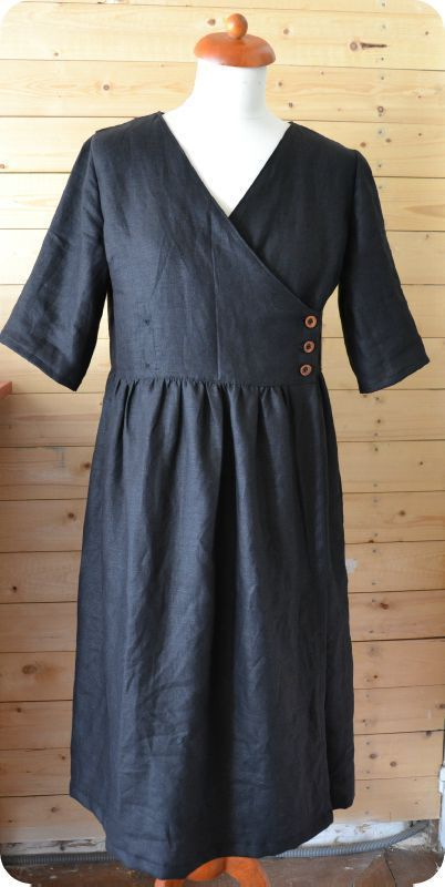 French blog - I would love this dress if the top were more fitted and the skirt wasn't quite so full.