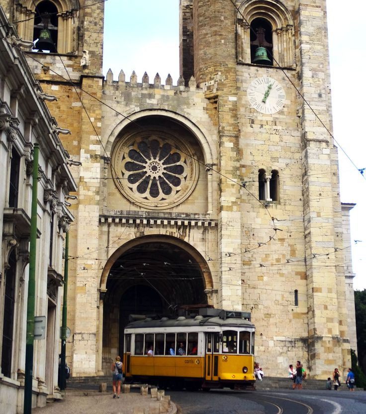 Lisbon's fortified Romanesque cathedral - the Sé  |   Travel Impressions From Lisbon, Cidade Vibrante
