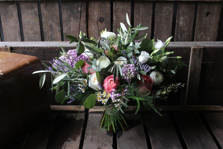 Italian inspired Bridal bouquet - www.theflowermilldraycott.co.uk