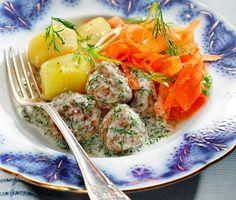 Fantastiskt mjälla och välsmakande frikadeller som du gör av bland annat kalvfärs, ägg, lök, ströbröd och rivet citronskal. Som tillbehör serveras krämig, sötsyrlig dillsås, nykokt potatis och smakrik morotssallad. Ett mumsigt och rejält middagsrecept!