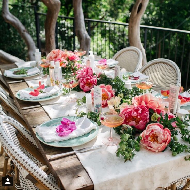 Peach, coral, pink, white outdoor tablescape