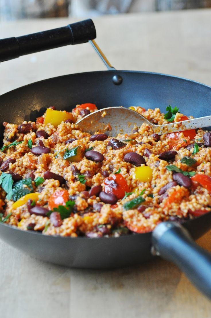 Toskánské jáhly s červenou fazolí   bohatá pánev na rajčatovém základě sbylinkami, středomořskou zeleninou a fazolí červenou ledvinou.    ...