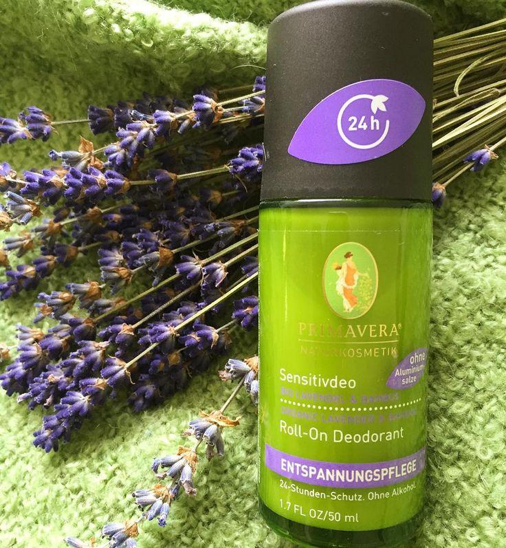 Jeg MÅ altså slå et slag for den her økologiske og aluminiums- og alkoholfrie Roll-on deodorant.  Den virker altså bare.... Den er med kokos bambus og lavendel og sørger for tørre og velduftende armhuler i op til 24 timer...  #webshop #deodorant #naturligdeo #24timersbeskyttelse #sensitivhud #lavendel #bambus #kokos #økologisk #udenalkohol #udenaluminium #primaveralife #vegansk