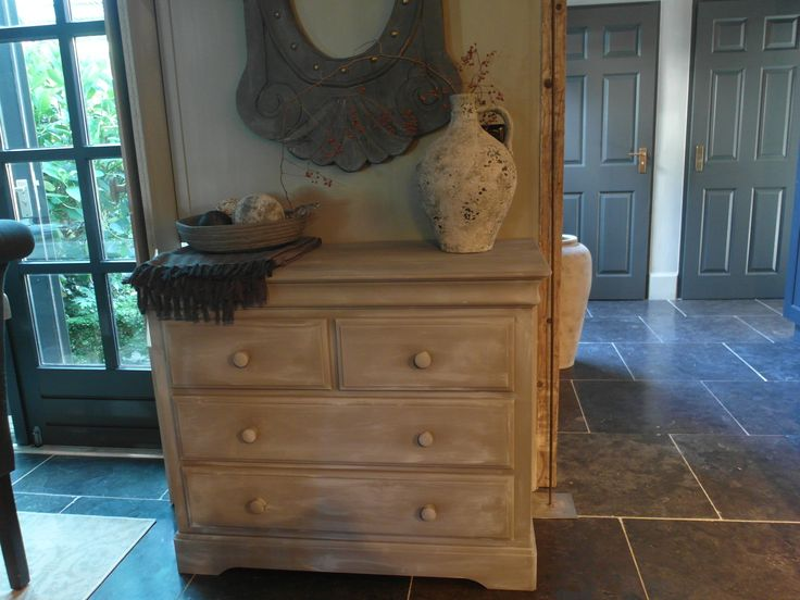 1000 images about opgeknapte meubels on pinterest taupe art deco and met - Grijze ruimte en t aupe ...