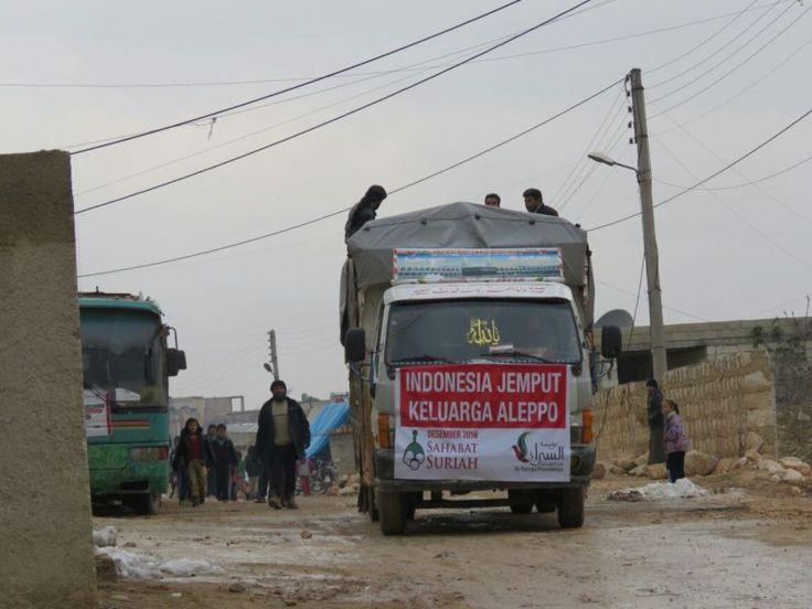 Alhamdulillah Amanah Anda Berhasil Sampai ke Suriah  Foto: Sahabat Suriah  YOGYAKARTA Ahad (Sahabat Al-Aqsha | Sahabat Suriah): BismillaahirRahmaanirRahiim Kabar baik. Tim kita tertahan di perbatasan amanah Anda berhasil tembus ke Suriah. Tahap pertama 200 kasur dan selimut diterima warga Aleppo yang sedang mengungsi di Idlib. Allahu Akbar Allahu Akbar Allahu Akbar Allahu Akbar Allahu Akbar Allahu Akbar Allahu Akbar Subhanallah Alhamdulillah Laa ilaaha illa Allah Allahu Akbar wa lillaahil…