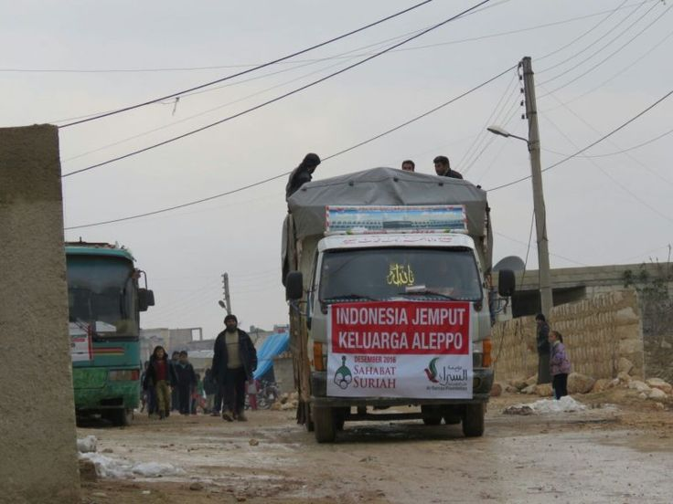 Alhamdulillah Amanah Anda Berhasil Sampai ke Suriah  Foto: Sahabat Suriah  YOGYAKARTA Ahad (Sahabat Al-Aqsha   Sahabat Suriah): BismillaahirRahmaanirRahiim Kabar baik. Tim kita tertahan di perbatasan amanah Anda berhasil tembus ke Suriah. Tahap pertama 200 kasur dan selimut diterima warga Aleppo yang sedang mengungsi di Idlib. Allahu Akbar Allahu Akbar Allahu Akbar Allahu Akbar Allahu Akbar Allahu Akbar Allahu Akbar Subhanallah Alhamdulillah Laa ilaaha illa Allah Allahu Akbar wa lillaahil…
