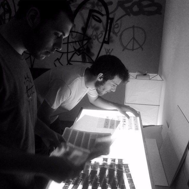 Al lavoro con Giulio Petrocco! #FollowTheWhale #CameraOscura #analog #lab #FilmIsAlive #InstaDaily