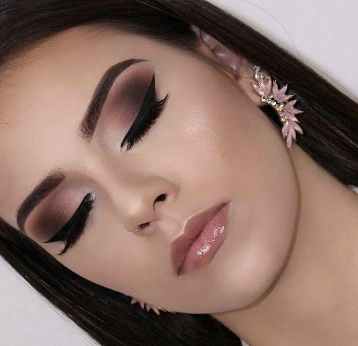 Trendy eyeshadow flawless pink and black