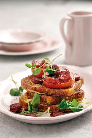 Franse roosterbrood met gebakte tamatie en chorizo | SARIE | French toast with baked tomato and chorizo