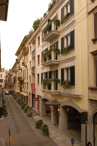 Hotel Manzoni is located in the heart of Milan, in via Santo Spirito.