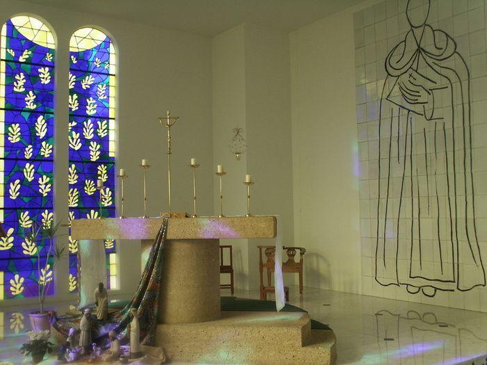 これぞ傑作!アンリ・マティスのロザリオ礼拝堂は3つの色と光が織り成す美しき場所