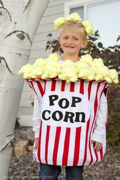 DIY Bucket of Popcorn Costume......with HUGE popped kernels! | via Make It and Love It