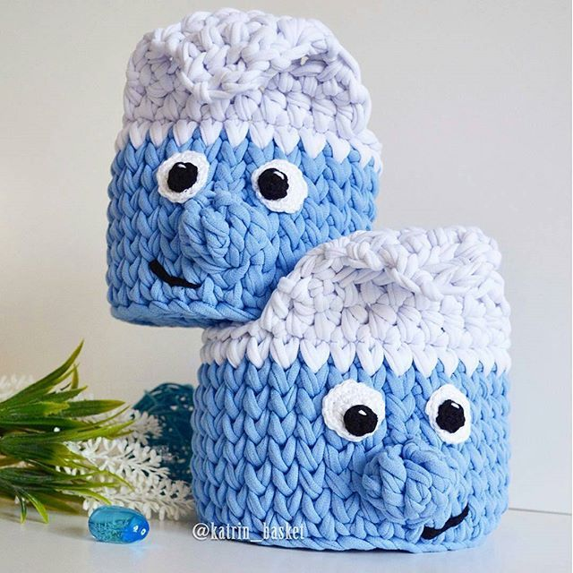 Lindeza do dia!!! . . . By@katrin_basket . . . #inspiration #inspiração #cestatrapillo #cestotrapillo #cestofiodemalha #fiosdemalha #trapillo #yarn #crocheteiras #crochet #crocheting #crochetlove #crochetingaddict #croche #yarnlove #yarn #knitting #knit #penyeip #feitoamao #handmade #croche #croché #crochê #croshet #penyeip #вязаниекрючком #uncinetto #かぎ針編み #instagramcrochet #totora #decorbaby a #smurf