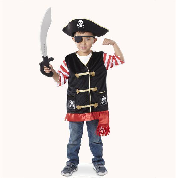 """Beleef spannende avonturen op zee als piraat in dit stoere piraten kostuum van Melissa and Doug. De set bestaat uit een stoere piraten vest, een piraten hoed, een zwart ooglapje en natuurlijk een """"zacht""""zwaard om de vijanden op afstand te houden. De verkleedset is van zeer goede kwaliteit zoals we van Melissa and Doug gewent zijn. De verkleedset is geschikt voor kinderen tussen de 3-6 jaar."""