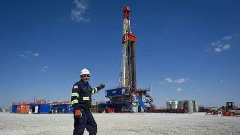 Texanen tegen Rutte: Geen schaliegas, dan minder investeringen... Premier Rutte bezoekt samen met zijn Vlaamse collega Kris Peeters de Amerikaanse staat Texas. Daar kreeg hij van olieproducent ExxonMobil een duidelijke boodschap mee.