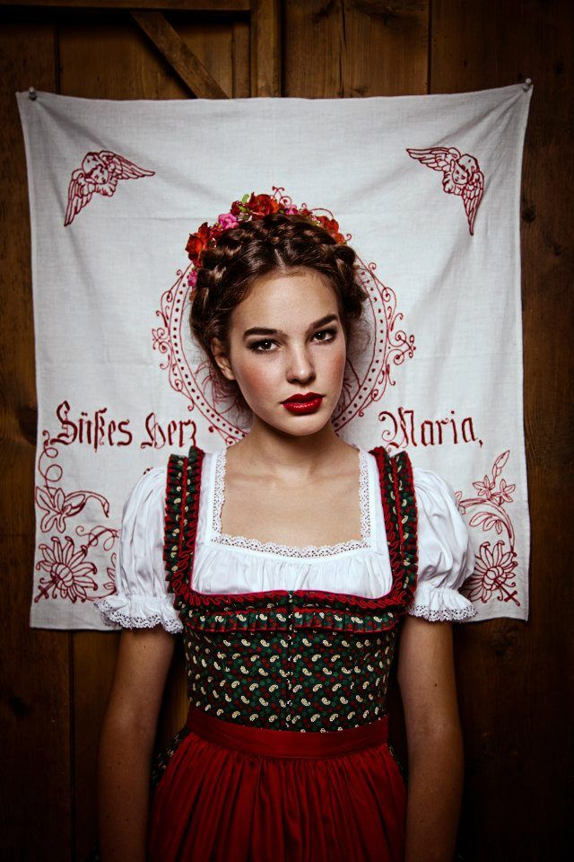 Dirndl. Lena Hoschek Tradition - Herbst/Winter 2012 (Fotos: LUPISPUMA Fine Photography)