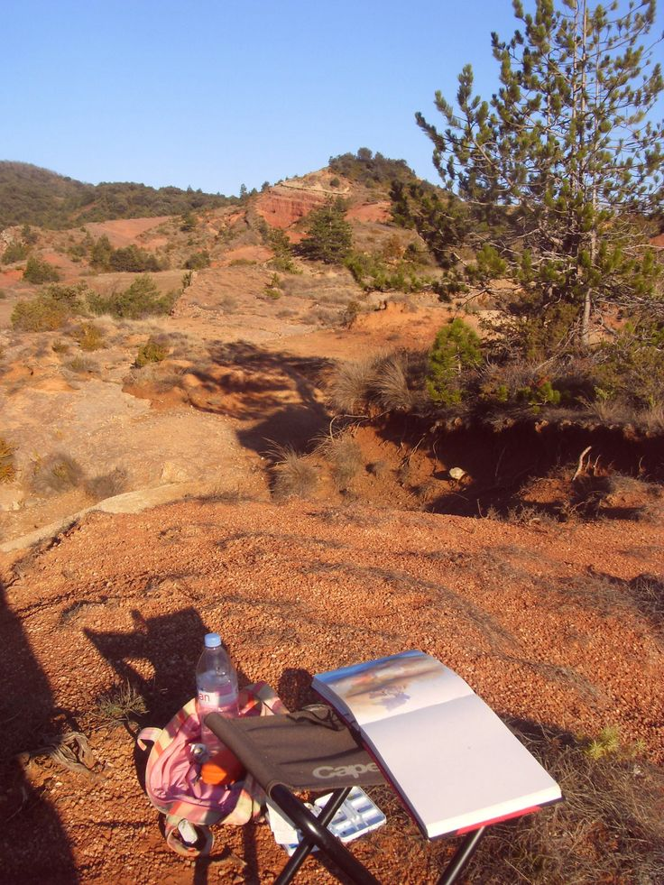 Sketching the red hill near Peyrolles (Aude, France)