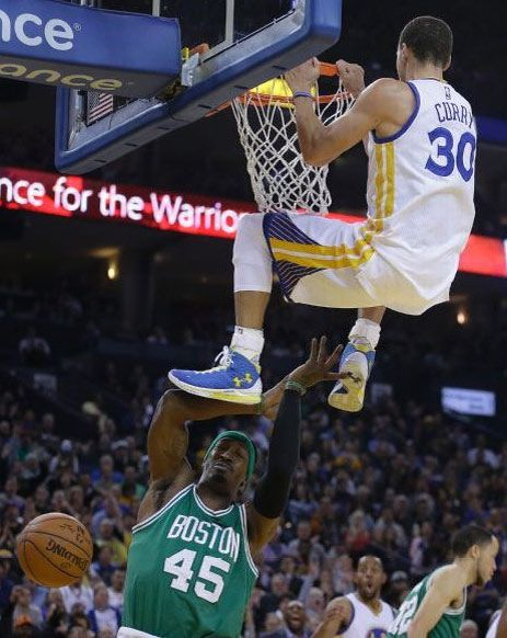 Stephen Curry - Golden State Warriors Look at Igudala's face in the back