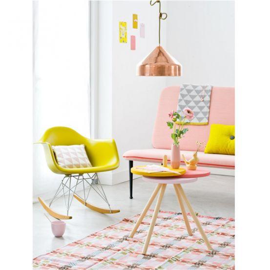 We looove Ikea! Maar helaas denken je familie/vrienden/collega's daar hetzelfde over. Resultaat: je bestie heeft dezelfde make-uptafel en je buurman identiek dezelfde boekenkast. Dankzij deze makkelijke, maar stijlvolle hacks tover jij een standaard Ikea-meubel om tot een pareltje.