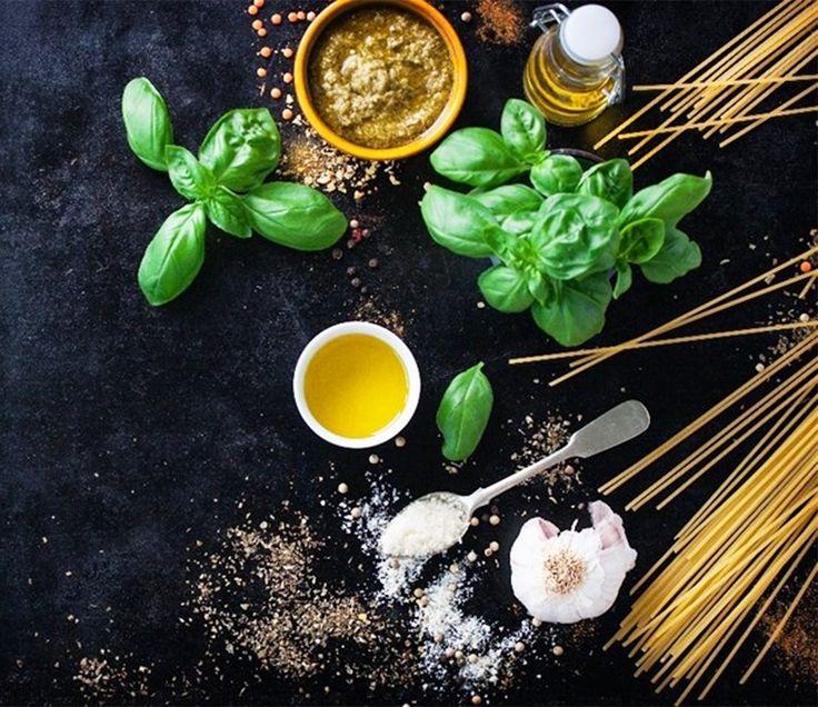 """Yaşam Tarzı """"Organik"""" Olanlar? . Organik besinleri temel alan beslenme düzenine doğal beslenme yani organik beslenme denir.  Organik gıdalar renklendiriciler, yapay koruyucular, katkı maddeleri içermedikleri için bireylerin tüketimi için idealdir. . www.nefisgurme.com/Organik-Yasam,LA_239-2.html#labels=239-2"""