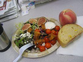 Recette de salade aux figues fraiches, fromage, tomates cerises, jambon serrano, oeufs (Espagne)