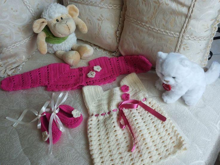 Completo vestitino, scaldacuore e scarpine  all uncinetto neonata