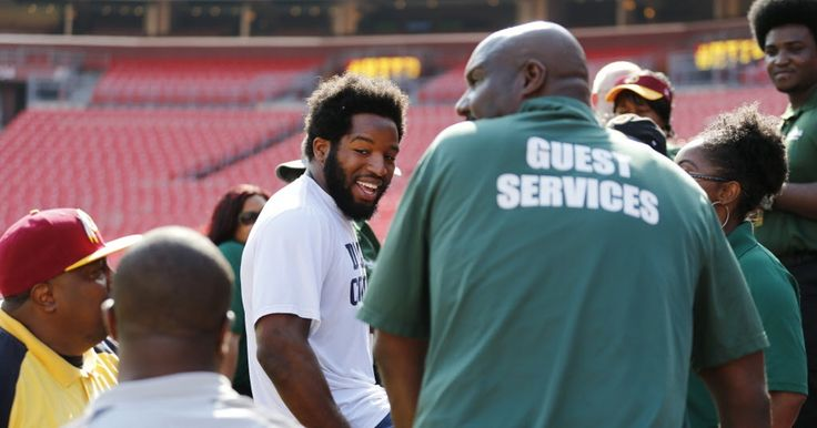 Watch: Alfred Morris prays with FedEx field staff in return to Washington; 'He's our guy forever'