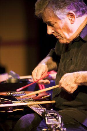 Fred Frith, uno de los iconos de la música experimental, tocará esta noche y mañana en la Casa Encendida en Madrid