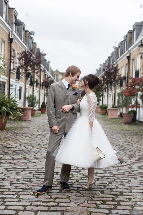 Una alternativa para las novias más arriesgadas, existen los vestidos de novias cortos que cada vez más, se hacen presentes en muchas colecciones que sacan las grandes firmas de moda nupcial.