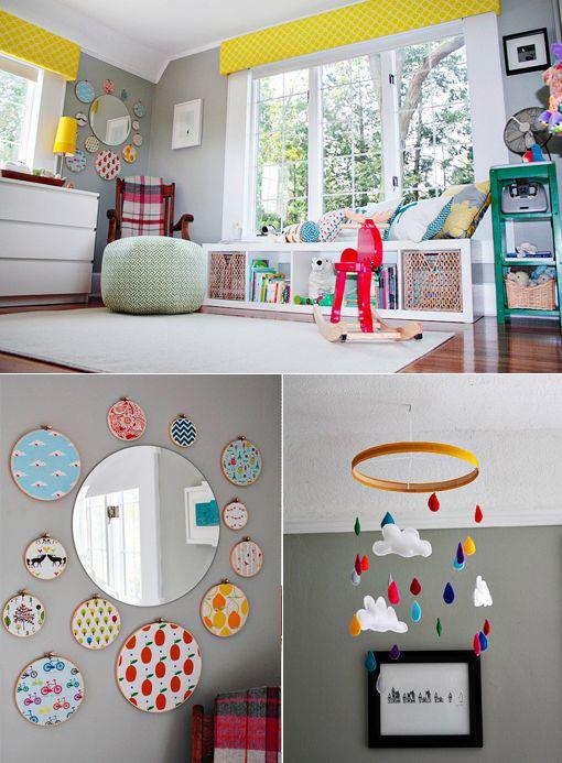 J'aime : le miroir et les morceaux de tissu piqués sur des ronds de bois, le mobile nuage, la banquette aux coussins!