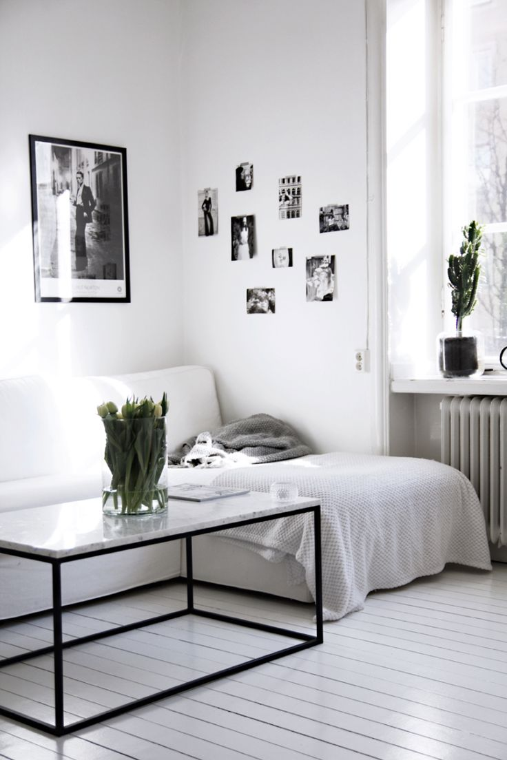 Wall collage living space black and white with marble